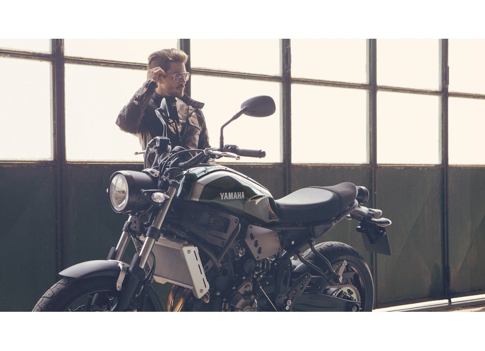 Yamaha XSR700 2016, I tre diapason sfidano Ducati - Foto 21 di 36