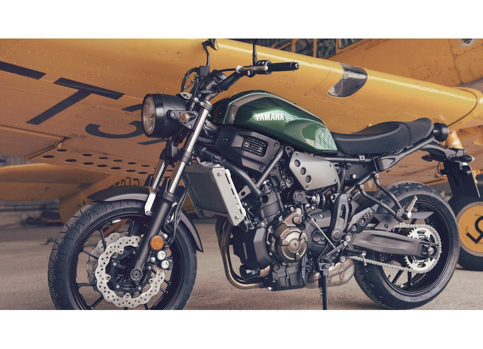 Yamaha XSR700 2016, I tre diapason sfidano Ducati - Foto 23 di 36