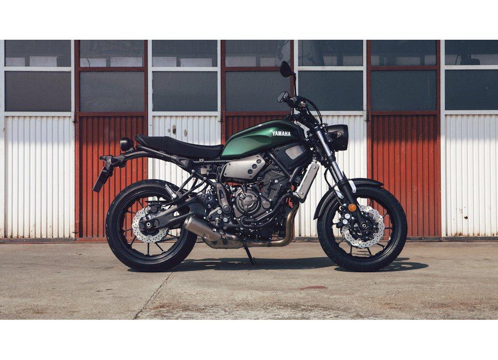 Yamaha XSR700 2016, I tre diapason sfidano Ducati - Foto 29 di 36