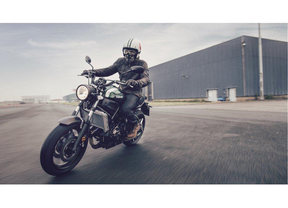 Yamaha XSR700 2016, I tre diapason sfidano Ducati - Foto 32 di 36