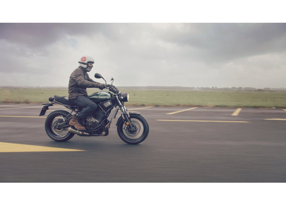 Yamaha XSR700 2016, I tre diapason sfidano Ducati - Foto 34 di 36