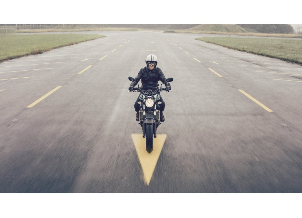 Yamaha XSR700 2016, I tre diapason sfidano Ducati - Foto 35 di 36