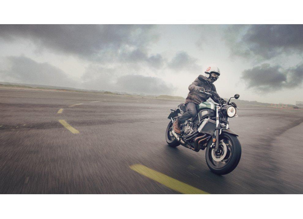 Yamaha XSR700 2016, I tre diapason sfidano Ducati - Foto 36 di 36