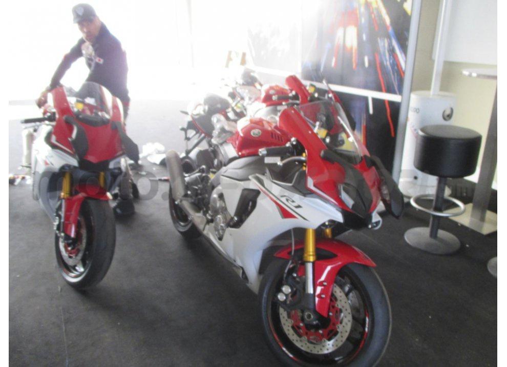 Yamaha YZF R1 2015: Test Ride in pista con Luca Pedersoli - Foto 11 di 51