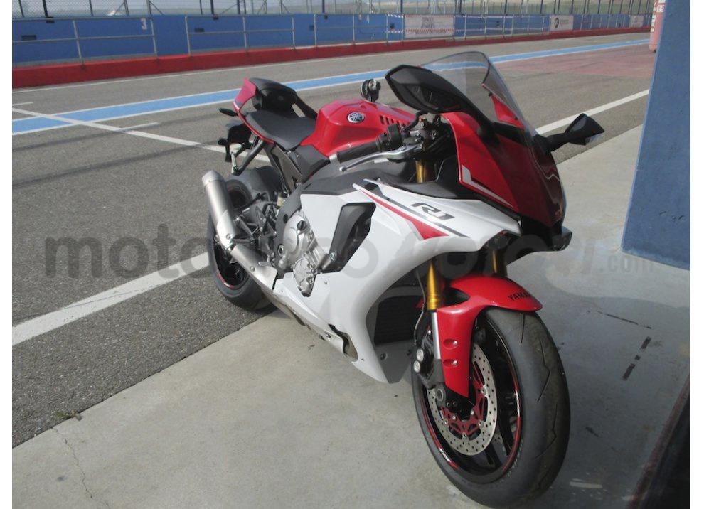 Yamaha YZF R1 2015: Test Ride in pista con Luca Pedersoli - Foto 17 di 51