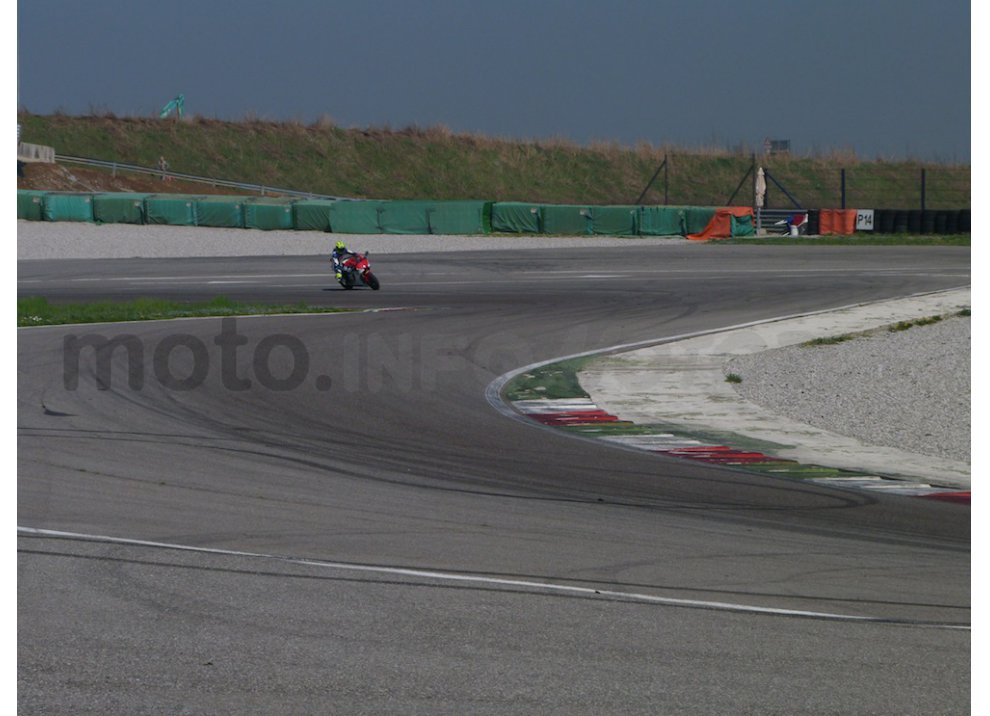Yamaha YZF R1 2015: Test Ride in pista con Luca Pedersoli - Foto 28 di 51