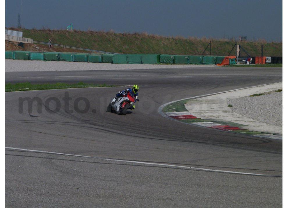 Yamaha YZF R1 2015: Test Ride in pista con Luca Pedersoli - Foto 30 di 51