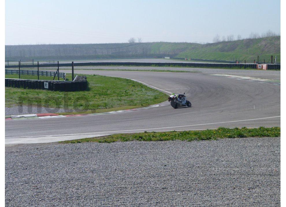 Yamaha YZF R1 2015: Test Ride in pista con Luca Pedersoli - Foto 35 di 51