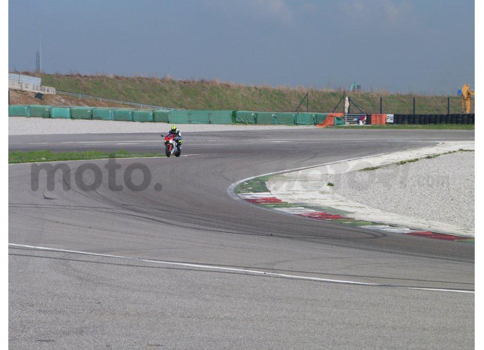 Yamaha YZF R1 2015: Test Ride in pista con Luca Pedersoli - Foto 37 di 51