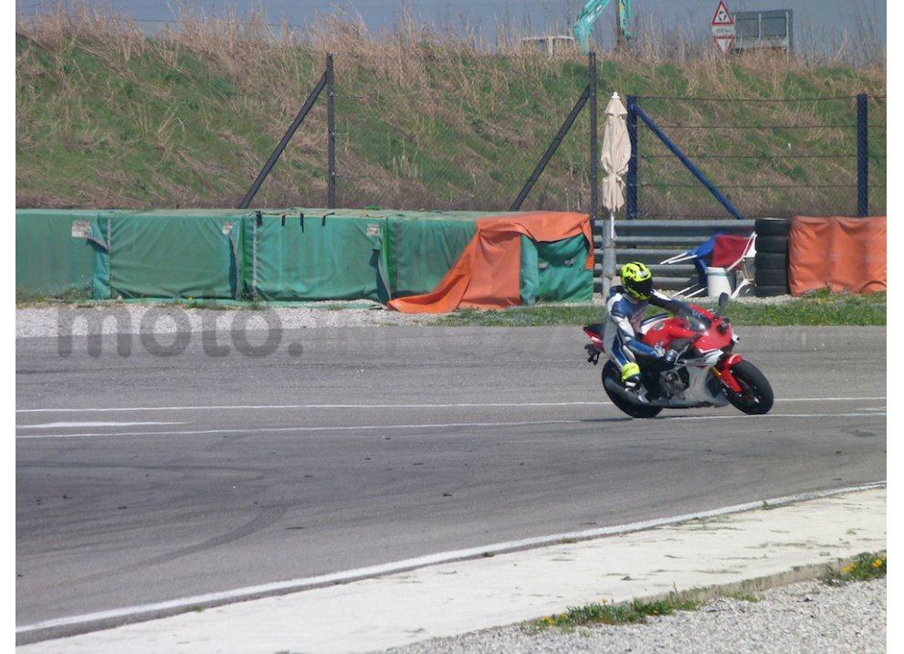 Yamaha YZF R1 2015: Test Ride in pista con Luca Pedersoli - Foto 40 di 51