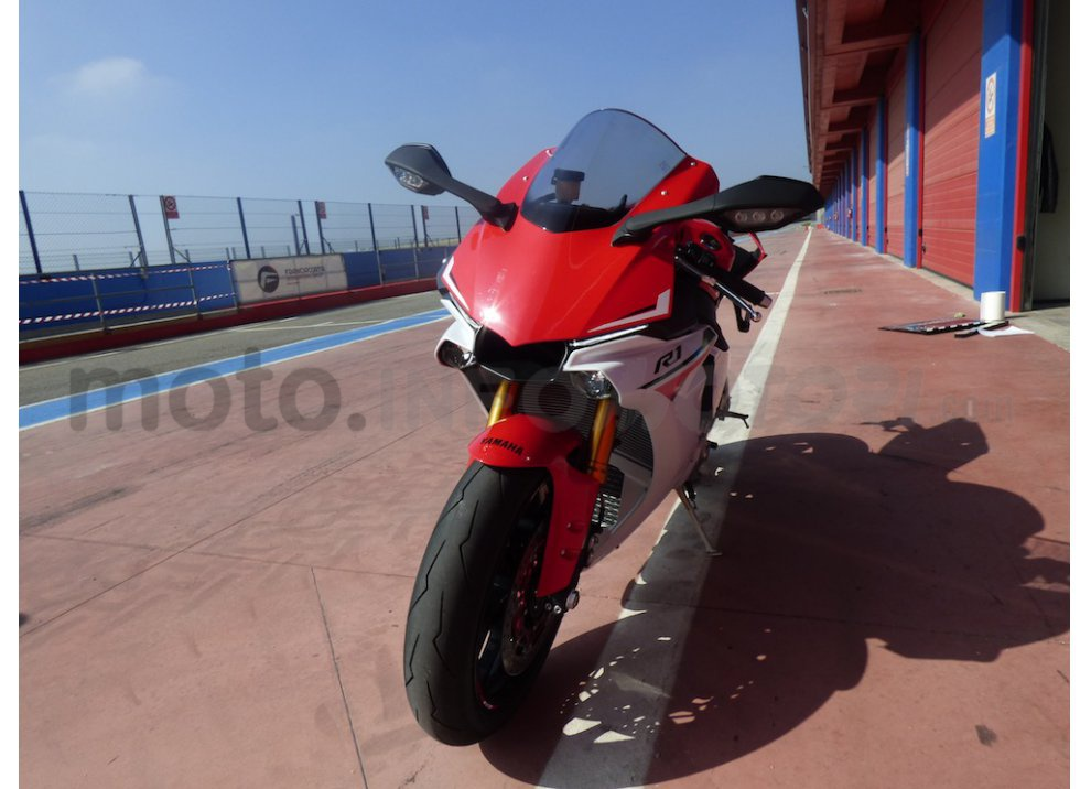 Yamaha YZF R1 2015: Test Ride in pista con Luca Pedersoli - Foto 7 di 51
