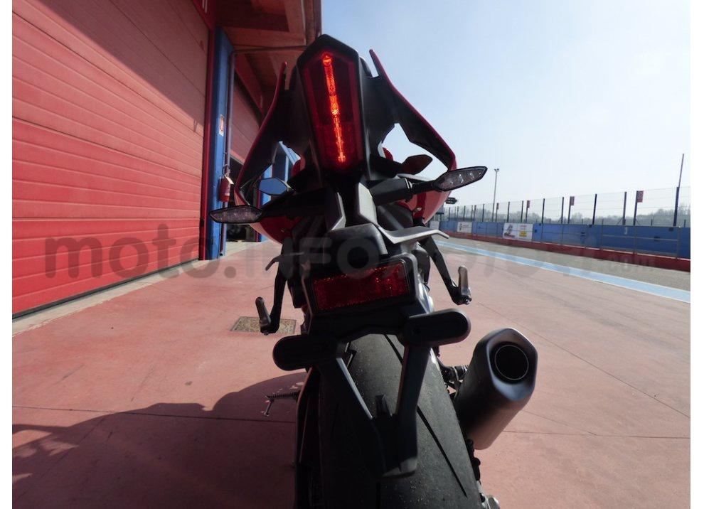 Yamaha YZF R1 2015: Test Ride in pista con Luca Pedersoli - Foto 45 di 51