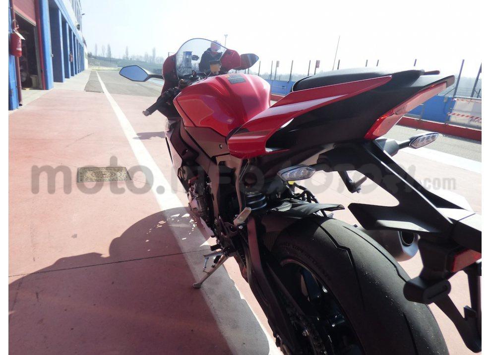 Yamaha YZF R1 2015: Test Ride in pista con Luca Pedersoli - Foto 27 di 51
