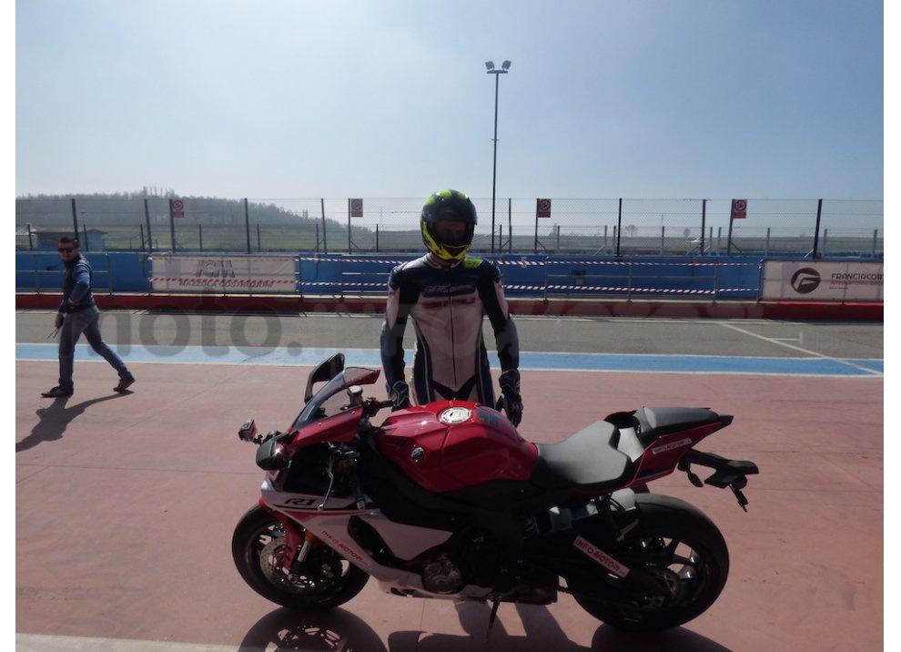 Yamaha YZF R1 2015: Test Ride in pista con Luca Pedersoli - Foto 5 di 51
