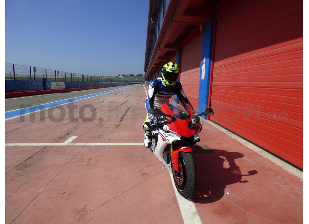 Yamaha YZF R1 2015: Test Ride in pista con Luca Pedersoli - Foto 6 di 51