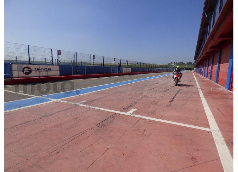 Yamaha YZF R1 2015: Test Ride in pista con Luca Pedersoli - Foto 33 di 51
