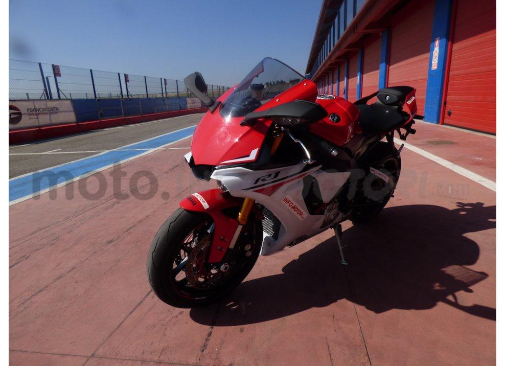 Yamaha YZF R1 2015: Test Ride in pista con Luca Pedersoli - Foto 46 di 51
