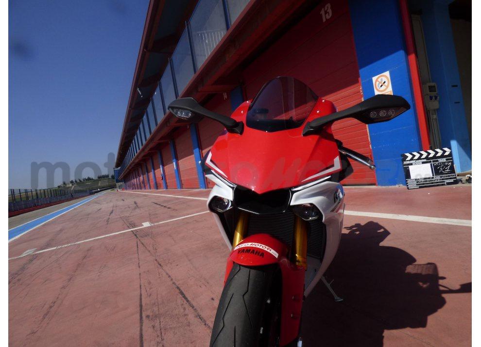Yamaha YZF R1 2015: Test Ride in pista con Luca Pedersoli - Foto 1 di 51
