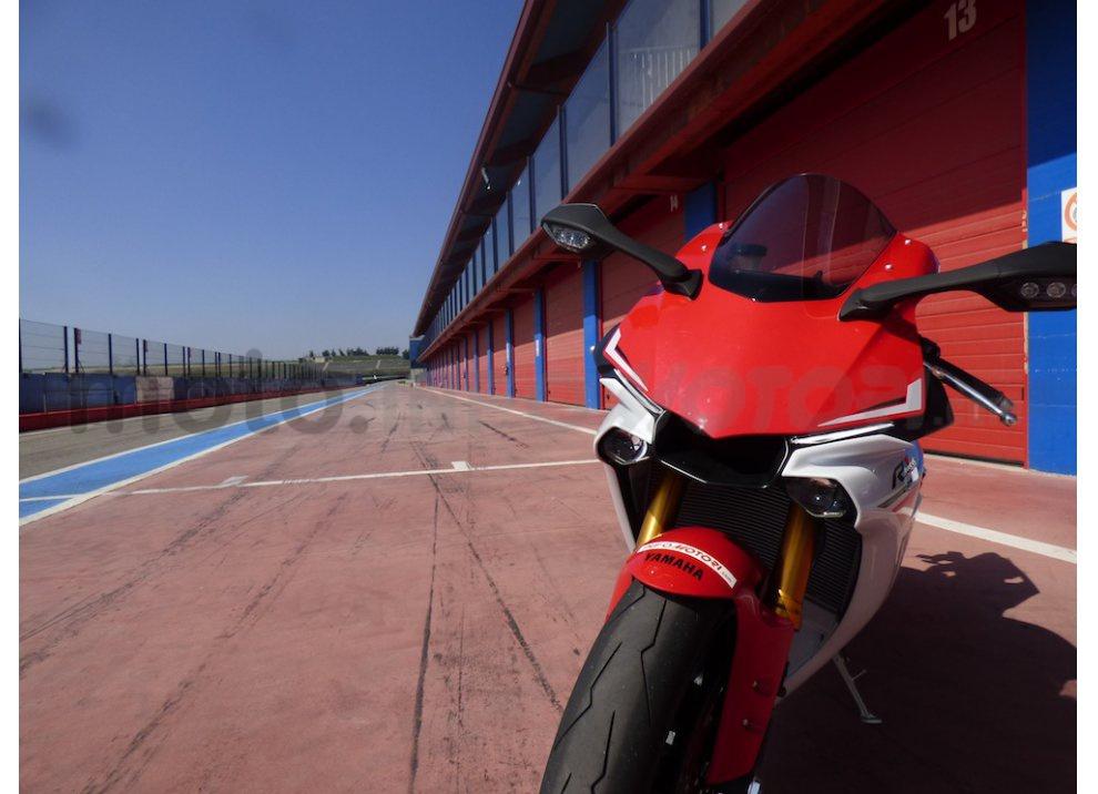 Yamaha YZF R1 2015: Test Ride in pista con Luca Pedersoli - Foto 47 di 51
