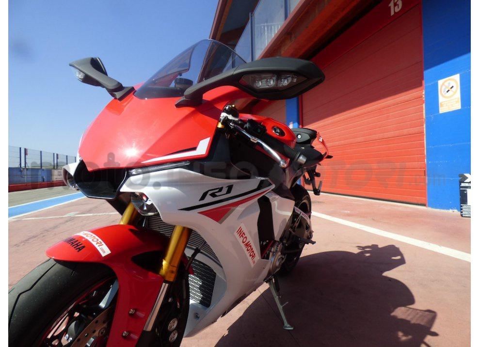 Yamaha YZF R1 2015: Test Ride in pista con Luca Pedersoli - Foto 29 di 51