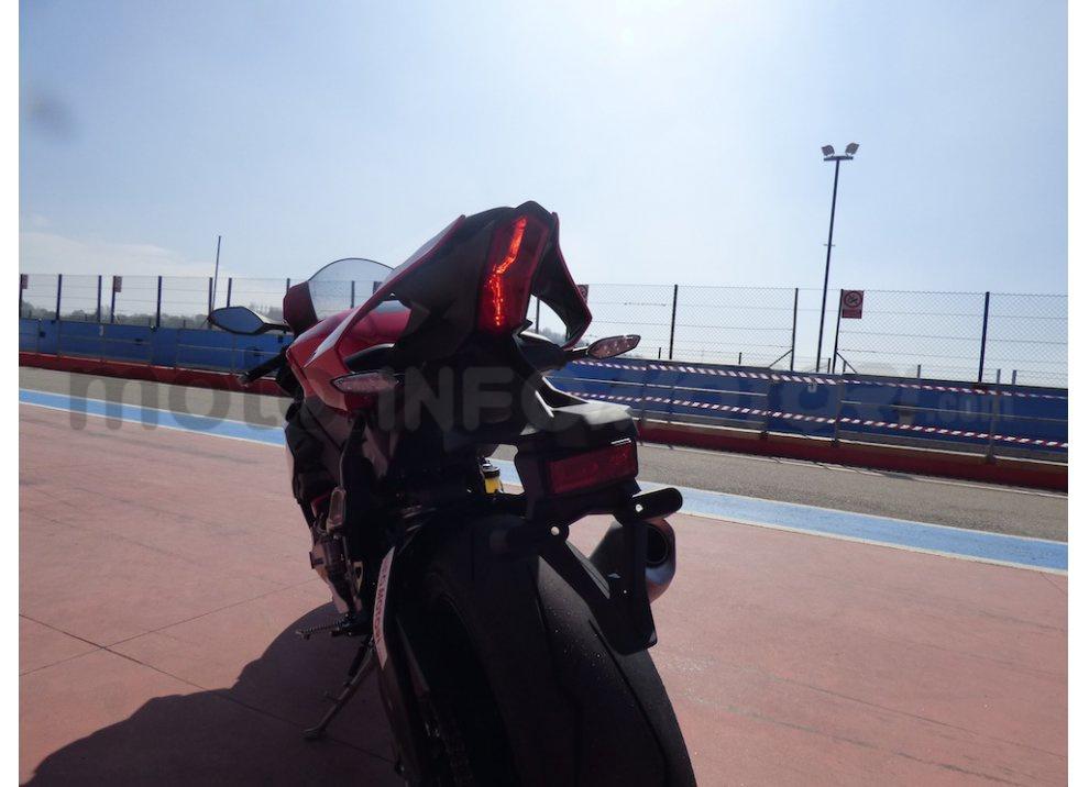 Yamaha YZF R1 2015: Test Ride in pista con Luca Pedersoli - Foto 48 di 51