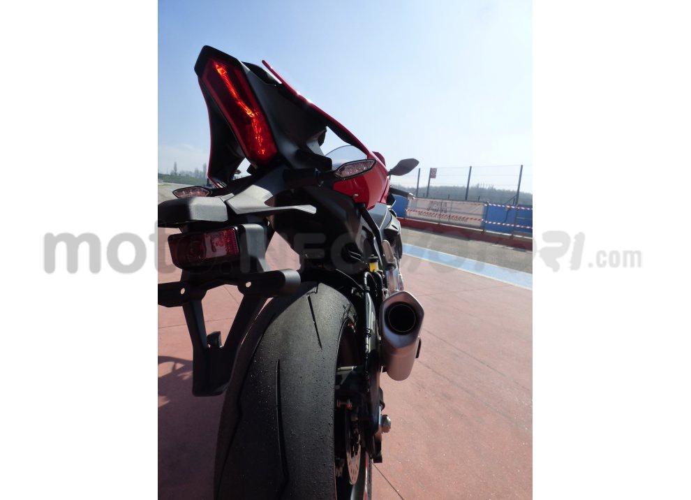 Yamaha YZF R1 2015: Test Ride in pista con Luca Pedersoli - Foto 3 di 51
