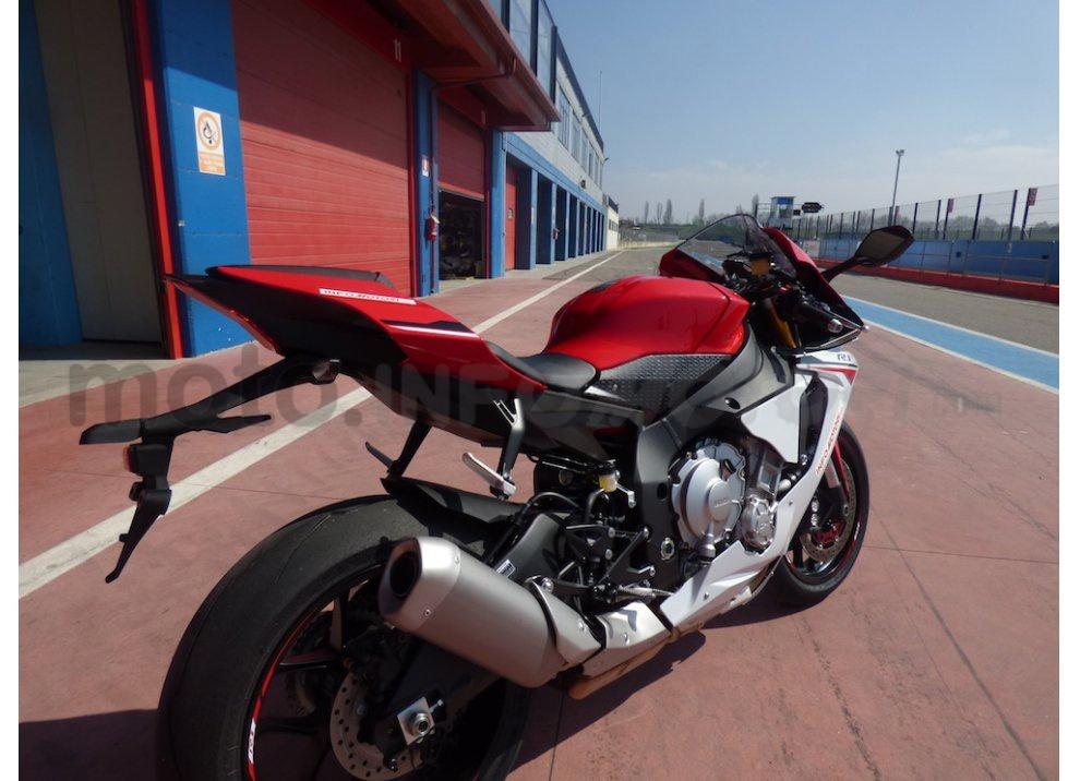 Yamaha YZF R1 2015: Test Ride in pista con Luca Pedersoli - Foto 4 di 51