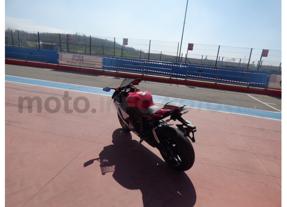 Yamaha YZF R1 2015: Test Ride in pista con Luca Pedersoli - Foto 50 di 51