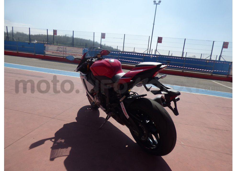 Yamaha YZF R1 2015: Test Ride in pista con Luca Pedersoli - Foto 34 di 51