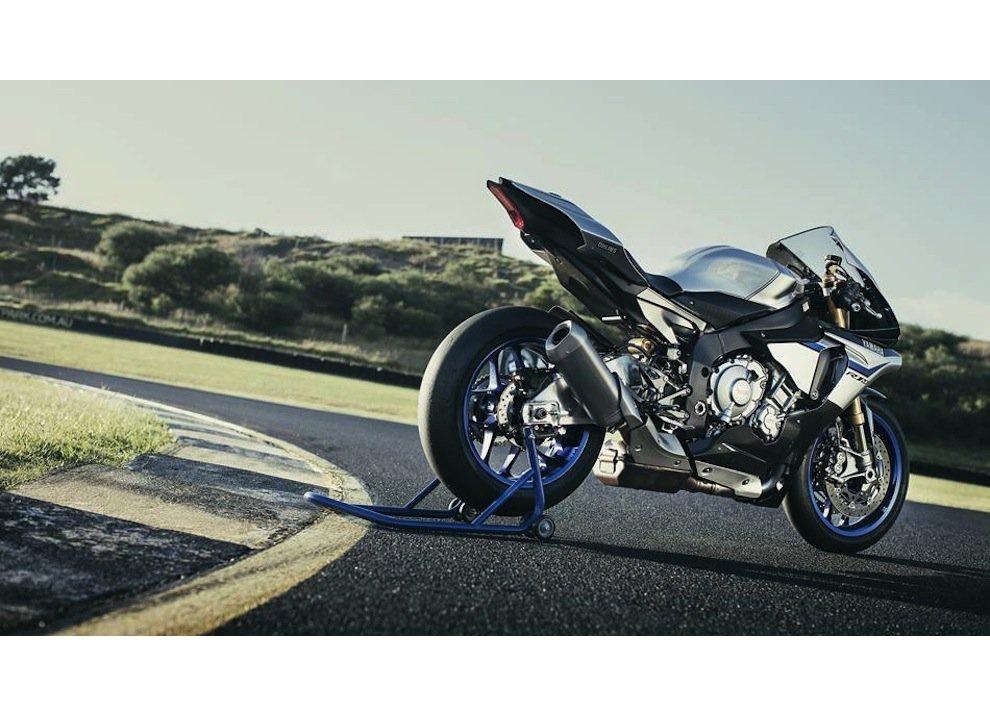 Yamaha YZF-R1M m.y. 2016, ora è disponibile - Foto 11 di 17