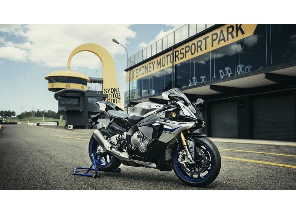 Yamaha YZF-R1M m.y. 2016, ora è disponibile - Foto 4 di 17