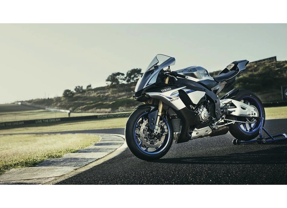 Yamaha YZF-R1M m.y. 2016, ora è disponibile - Foto 9 di 17