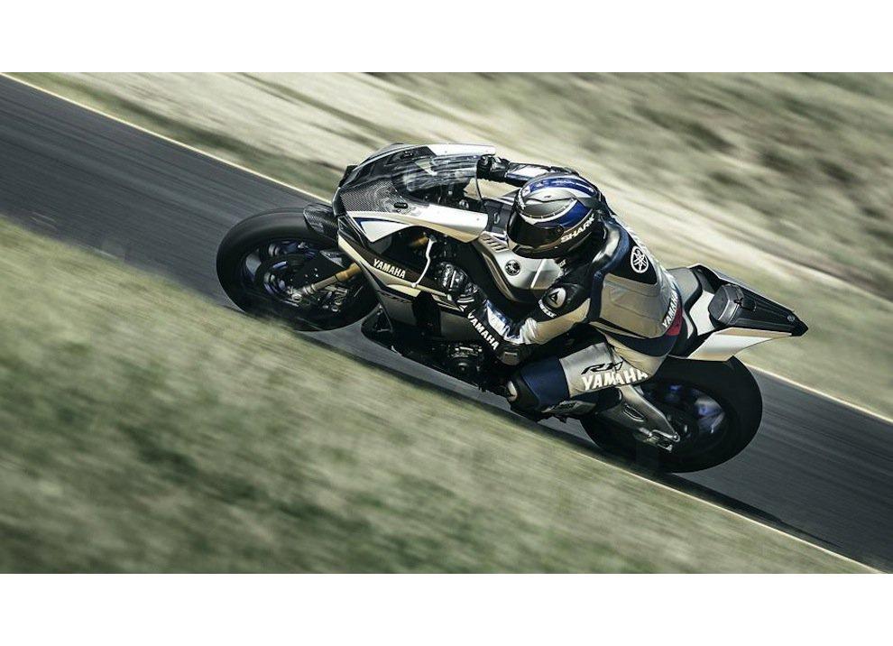 Yamaha YZF-R1M m.y. 2016, ora è disponibile - Foto 3 di 17