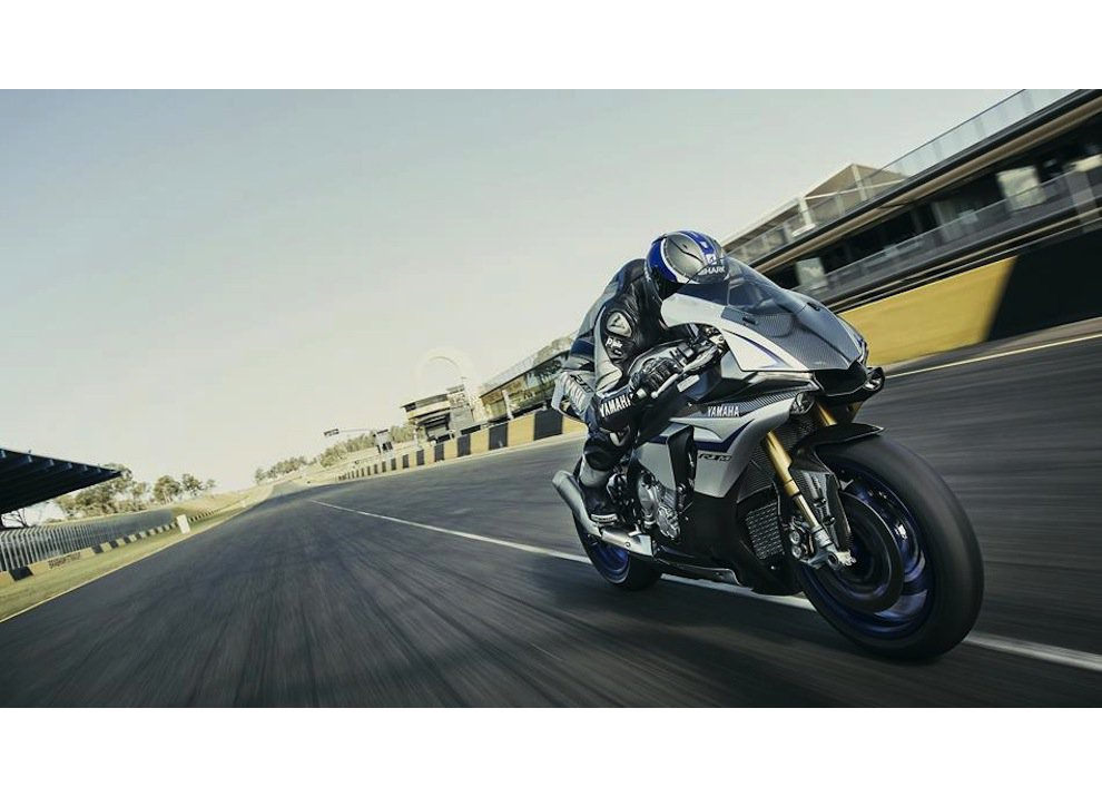 Yamaha YZF-R1M m.y. 2016, ora è disponibile - Foto 10 di 17