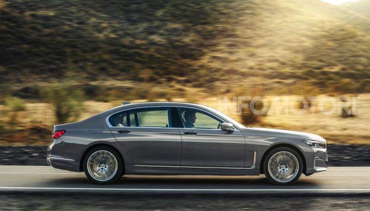 Nuova BMW Serie 7 2019: un restyling imperioso per l'ammiraglia tedesca - Foto 7 di 21