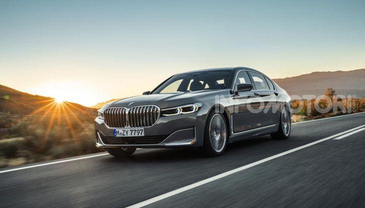 Nuova BMW Serie 7 2019: un restyling imperioso per l'ammiraglia tedesca - Foto 2 di 21