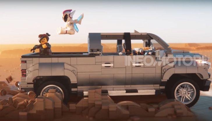 Chevrolet Silverado 2019, la pubblicità LEGO con Emmet e Lucy - Foto 3 di 4