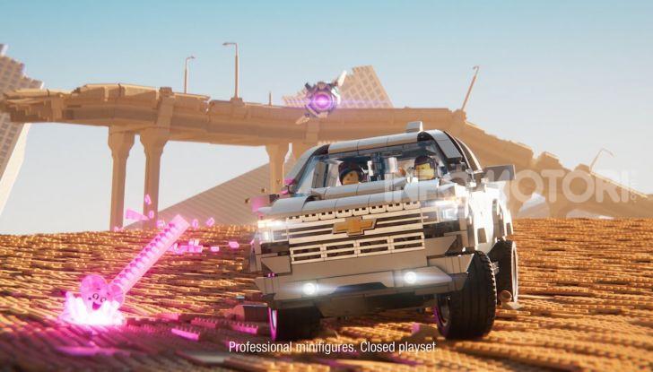 Chevrolet Silverado 2019, la pubblicità LEGO con Emmet e Lucy - Foto 4 di 4