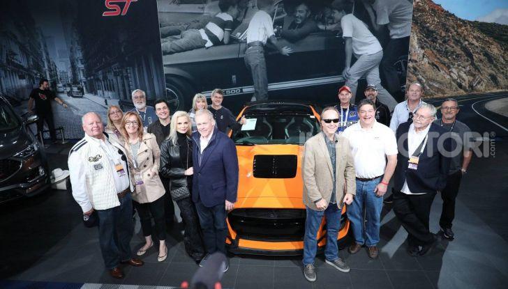 Ford Mustang Shelby GT500, l'esemplare n°1 venduto a $1,1 milioni - Foto 5 di 6