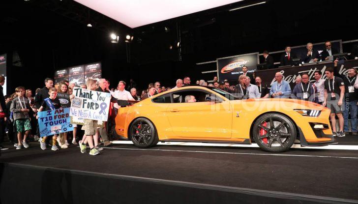 Ford Mustang Shelby GT500, l'esemplare n°1 venduto a $1,1 milioni - Foto 1 di 6