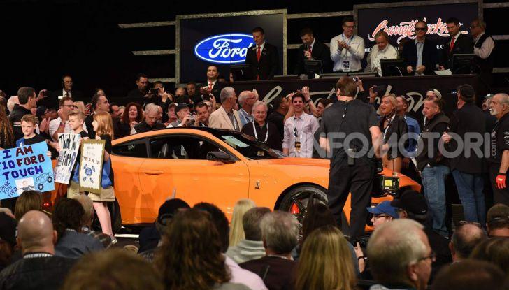 Ford Mustang Shelby GT500, l'esemplare n°1 venduto a $1,1 milioni - Foto 3 di 6
