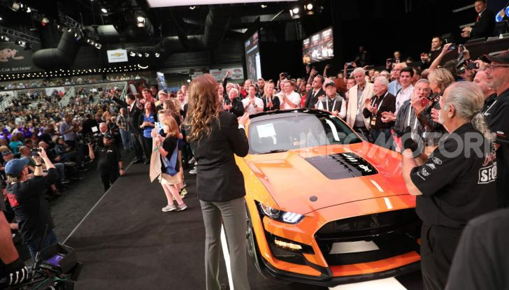 Ford Mustang Shelby GT500, l'esemplare n°1 venduto a $1,1 milioni - Foto 6 di 6