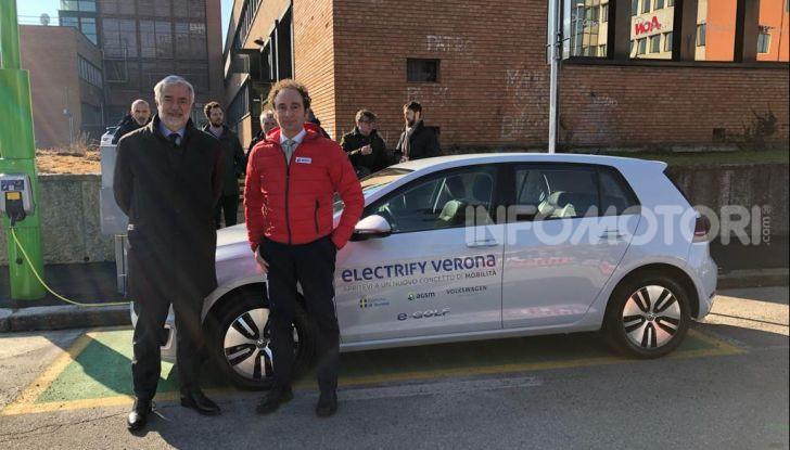 Electrify Verona, installati i primi pali in Europa per la ricarica veloce - Foto 1 di 3