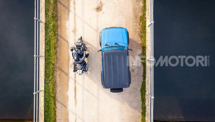 Suzuki Jimny VS V-Strom 1000 XT: il DNA dell'avventura - Foto 3 di 11