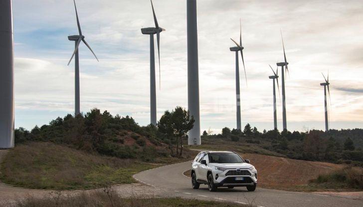 Prova Toyota RAV4 Hybrid 2019: il SUV ecologico per andare ovunque - Foto 6 di 64
