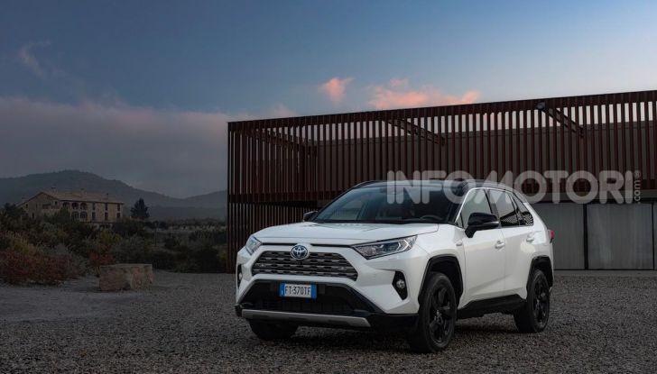 Prova Toyota RAV4 Hybrid 2019: il SUV ecologico per andare ovunque - Foto 11 di 64