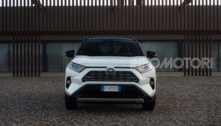 Prova Toyota RAV4 Hybrid 2019: il SUV ecologico per andare ovunque - Foto 5 di 64