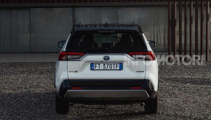 Prova Toyota RAV4 Hybrid 2019: il SUV ecologico per andare ovunque - Foto 13 di 64