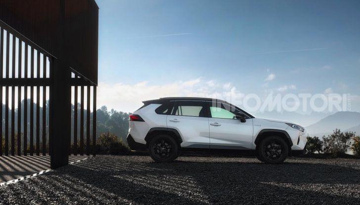 Prova Toyota RAV4 Hybrid 2019: il SUV ecologico per andare ovunque - Foto 14 di 64