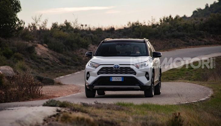 Prova Toyota RAV4 Hybrid 2019: il SUV ecologico per andare ovunque - Foto 16 di 64